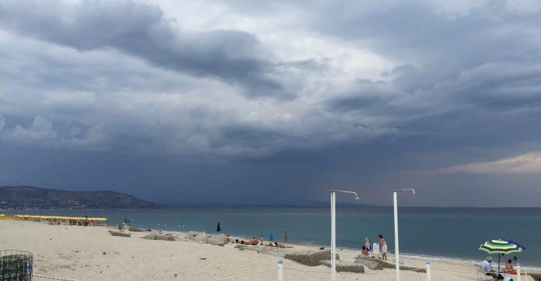 Cielo nuvoloso e piogge sparse: le previsioni per il weekend