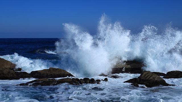 Domenica scirocco intenso e mareggiate: prudenza!!!!