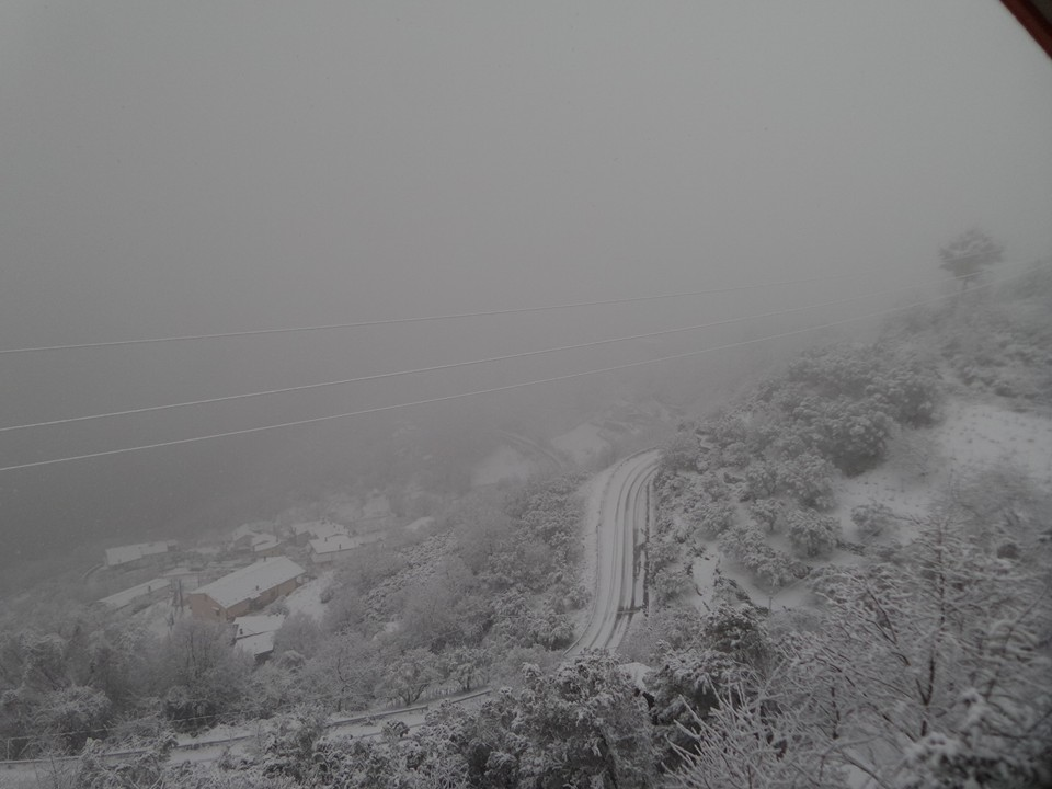 I monti Calabresi si risvegliano ammantati di neve! Come se fosse pieno inverno...