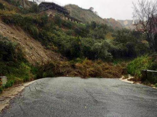 Piogge torrenziali in Calabria: danni e disagi ovunque. A Catanzaro si rompe l'acquedotto.