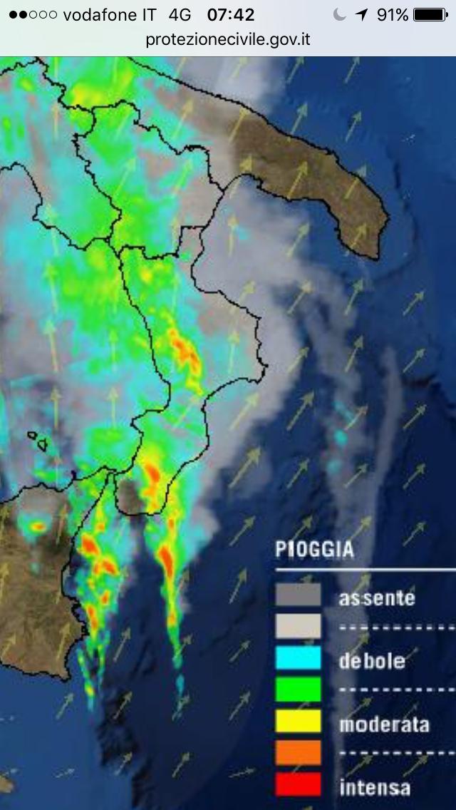 Risveglio bagnato sulla Calabria: temporali intensi in atto