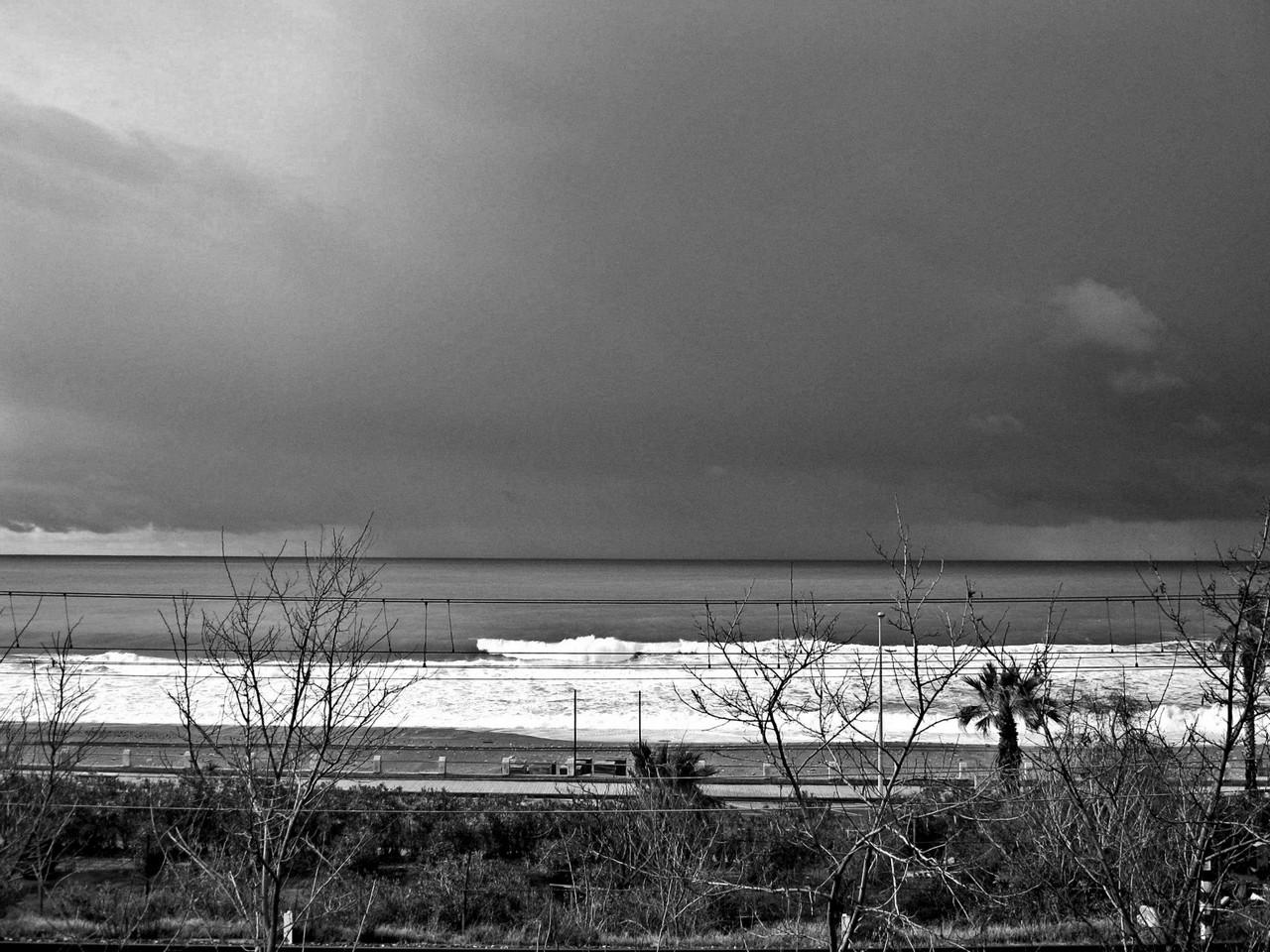Domenica variabile. Lunedi piogge sparse, venti forti e possibili mareggiate...