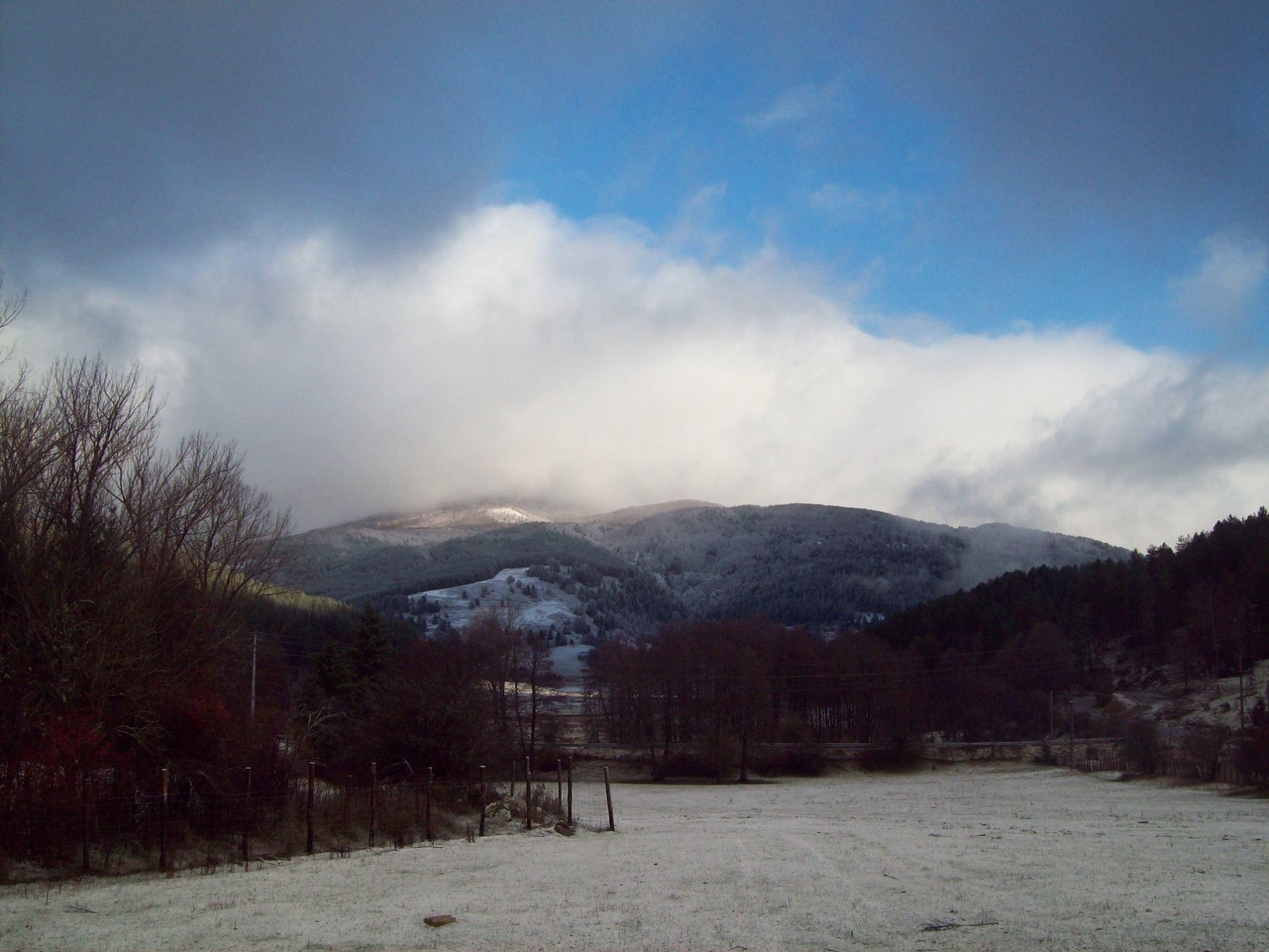 Domenica debole  instabilità e nevicate sui monti.... lunedì deciso calo delle temperature!!