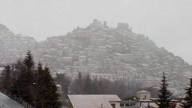 Calo delle temperature: giovedì nevicate a quote collinari, localmente basse.