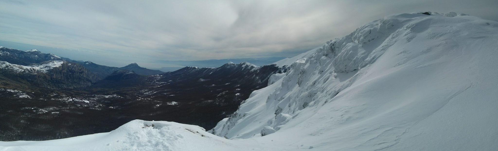 Tempo variabile con piogge sparse e nevicate sui monti, in particolare da mercoledì
