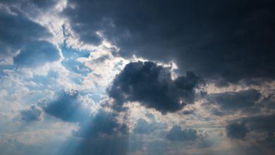 Nuvole sparse sui versanti tirrenici con qualche pioggia, più soleggiato sui settori ionici